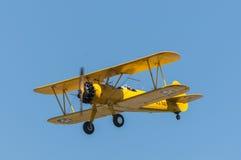Желтый самолет-биплан Стоковая Фотография