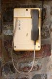 Желтый телефон с 3 номерами для того чтобы вызвать береговую охрану Стоковая Фотография