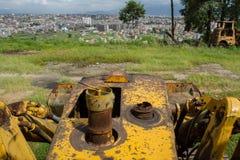 Желтый трактор ждет свой час Стоковая Фотография