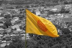 Желтый флаг символ буддизма в Таиланде Стоковое Изображение