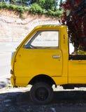 желтый цвет автомобиля старый Стоковое фото RF