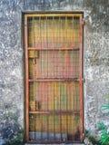 желтый цвет двери старый Стоковая Фотография