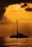 Желтый цвет захода солнца шлюпки Стоковая Фотография RF