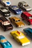 желтый цвет игрушки таксомотора автомобилей шины Стоковое Фото