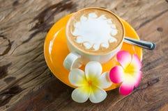 желтый цвет кофейной чашки Стоковые Фото