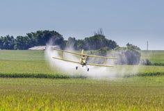 желтый цвет опылителя полей Стоковая Фотография RF
