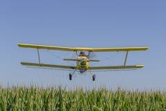 желтый цвет опылителя полей Стоковое Изображение