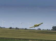желтый цвет опылителя полей Стоковые Фотографии RF