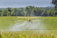 желтый цвет опылителя полей Стоковое Фото