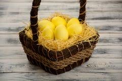 желтый цвет пасхального яйца Стоковые Изображения RF
