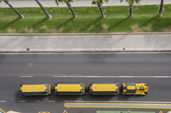 Желтый цвет поезда дороги Стоковые Фотографии RF