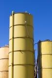 Желтый цвет 3 силосохранилищ стоковые фото