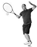 желтый цвет тенниса неба ракетки конкуренции шарика действия голубой стоковая фотография rf