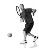 желтый цвет тенниса неба ракетки конкуренции шарика действия голубой стоковое фото