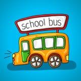 Желтый школьный автобус света, окна, двери, колеса и знак с надписью на крыше шины Стоковое Фото