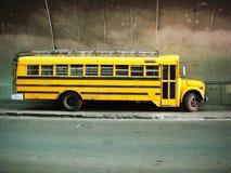 Желтый школьный автобус стоковое фото rf