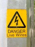 Желтый электрический предупредительный знак столба лампы Стоковое Фото