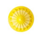 Желтый juicer цитруса на белой предпосылке Стоковые Изображения