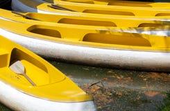 Желтый rowing шлюпки Стоковые Изображения RF