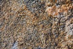 Желтым предпосылка текстурированная камнем раздробленная Стоковое Изображение RF