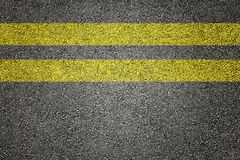 2 желтых нашивки на асфальте Стоковое фото RF