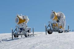 2 желтых оружия снега Стоковая Фотография