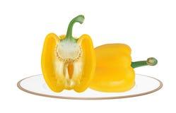 2 желтых свежих перца паприки изолированного на белизне Стоковые Изображения RF