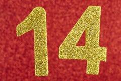 14 желтых цветов над красной предпосылкой годовщина Стоковые Изображения