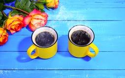 2 желтых чашки кофе Стоковые Фото