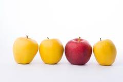 3 желтых яблока и красный цвет на белой предпосылке Стоковое Фото
