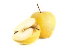 2 желтых яблока на белизне Стоковые Изображения