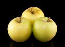 3 желтых яблока на черной предпосылке Стоковое фото RF