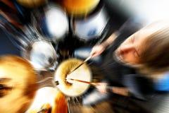 Живая музыка и барабанщик Музыка, абстрактная концепция стоковые фотографии rf