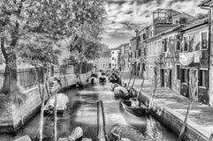 Живописная архитектура вдоль канала, остров Burano, Veni стоковое фото