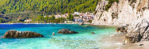 Живописная деревня нео пляж Klima и Hovolos Sporades, Греция стоковые фото