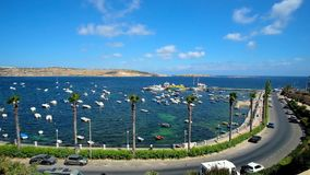 Живописная прогулка взморья Bugibba, Мальты акции видеоматериалы