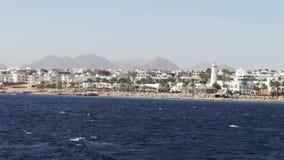 Живописное отключение вдоль береговой линии и гостиниц в Красном Море сток-видео