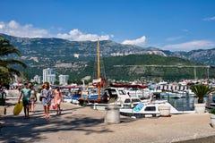Живописное Dubva, шлюпки в гавани, Черногории Стоковая Фотография