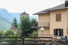 Живописные здания в Fanano, эмилия-Романье, стоковые изображения