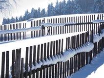 Живописные ландшафты зимы ландшафтов горы в солнечном свете стоковое изображение rf