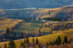 Живописные наклоны горы весной Красивейший ландшафт стоковое изображение