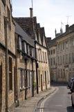 Живописные улицы ` s Cirencester привлекательно старомодный старые стоковое изображение