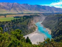 Живописные ущелье Rakaia и река Rakaia на южном острове Новой Зеландии стоковое фото rf