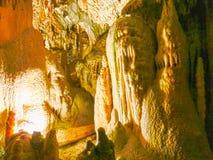 Живописные характеристики karst загоренные в пещере, grotte Postojna стоковое изображение rf