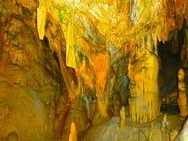 Живописные характеристики karst загоренные в пещере, grotte Postojna стоковые фотографии rf