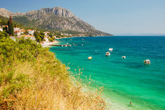 Живописный ландшафт лета далматинского побережья в Brist и Gradac, Хорватии Стоковое Изображение RF