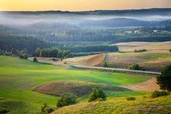 Живописный ландшафт равнин морены на заходе солнца Стоковые Изображения
