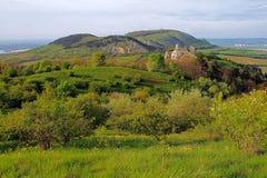 Живописный ландшафт с холмами Стоковые Изображения