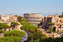 Живописный взгляд древнего города в лете Стоковые Изображения