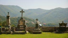 Живописный взгляд правоверных крестов в monaste Savina стоковое фото